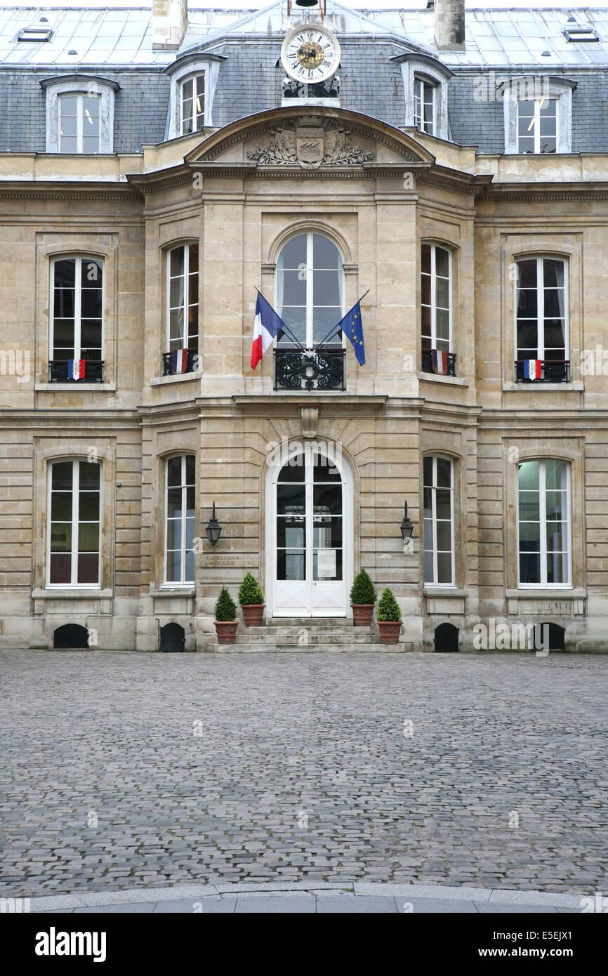 France, paris 9e, mairie du 9e, 6 rue drouot, hotel particulier, hotel d'Augny, facade sur cour - Stock Image