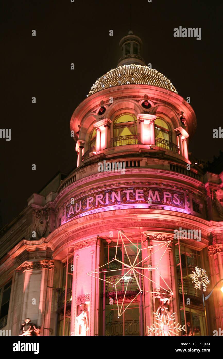 France, paris 9e, boulevard haussmann, grands magasins illumines pour les fetes de noel 2007, au printemps, - Stock Image