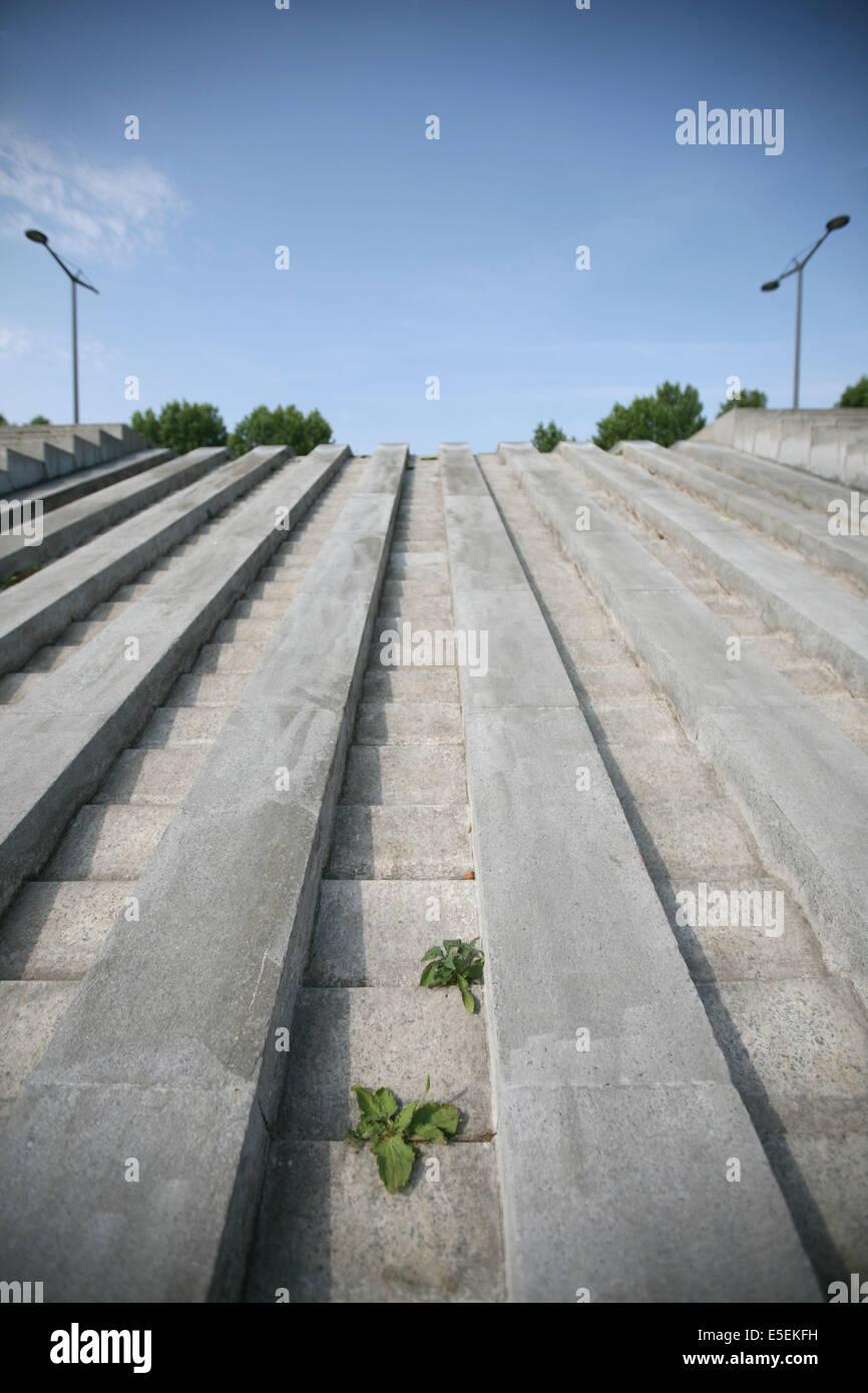 France, paris 12e, parc de Bercy, fontaine sans eau, - Stock Image