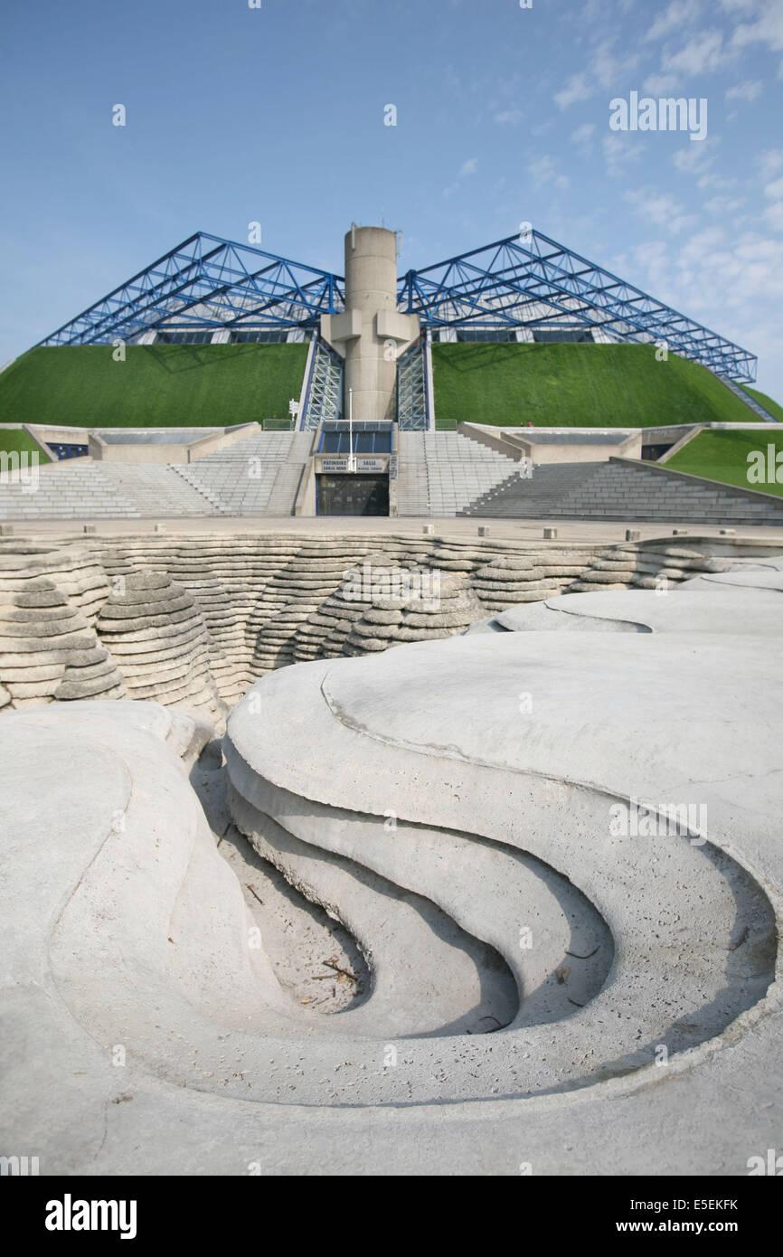 France, paris 12e, parc de Bercy palais omnisports, popb, Canyonaustrate, sculpture-fontaine de Gerard Singer - Stock Image