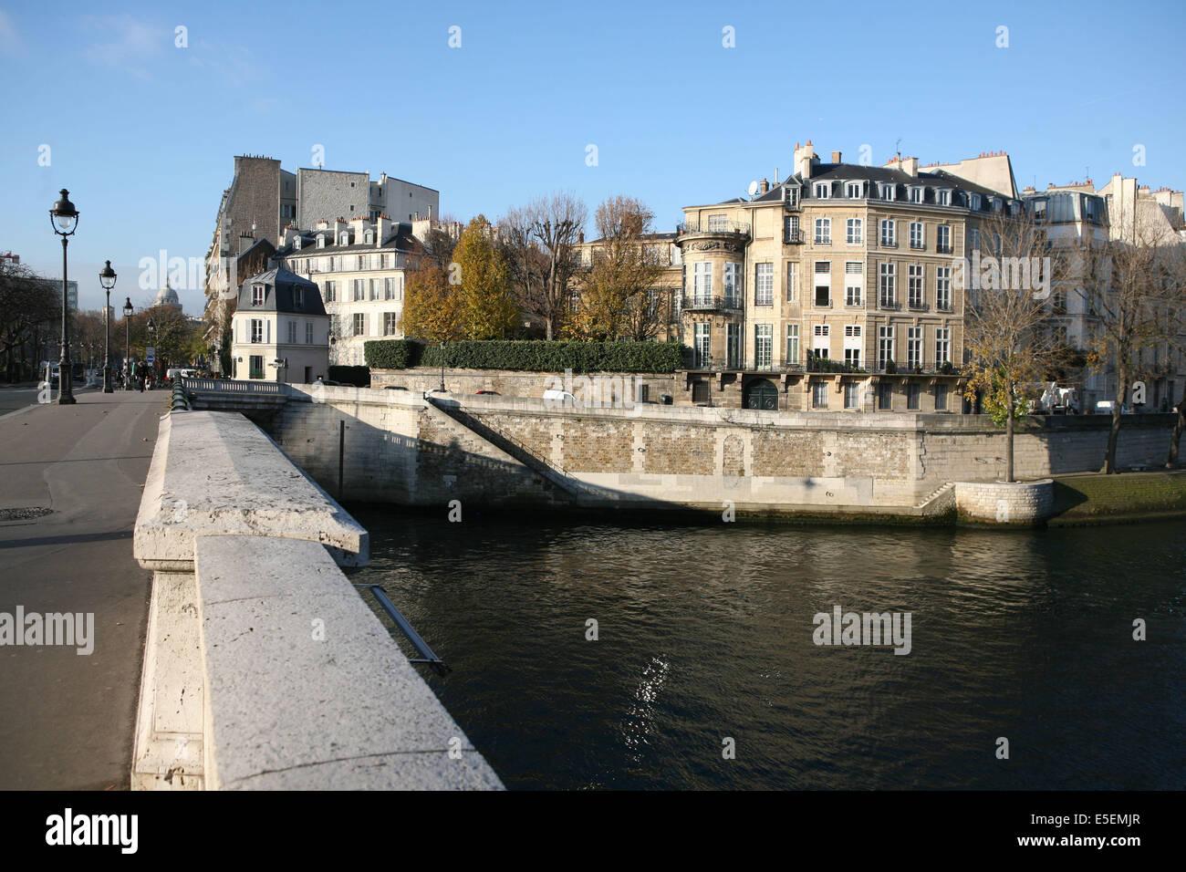 France, paris 4e, ile saint Louis, depuis le pont de sully, quai d'Anjou, hotel Lambert le seine, - Stock Image