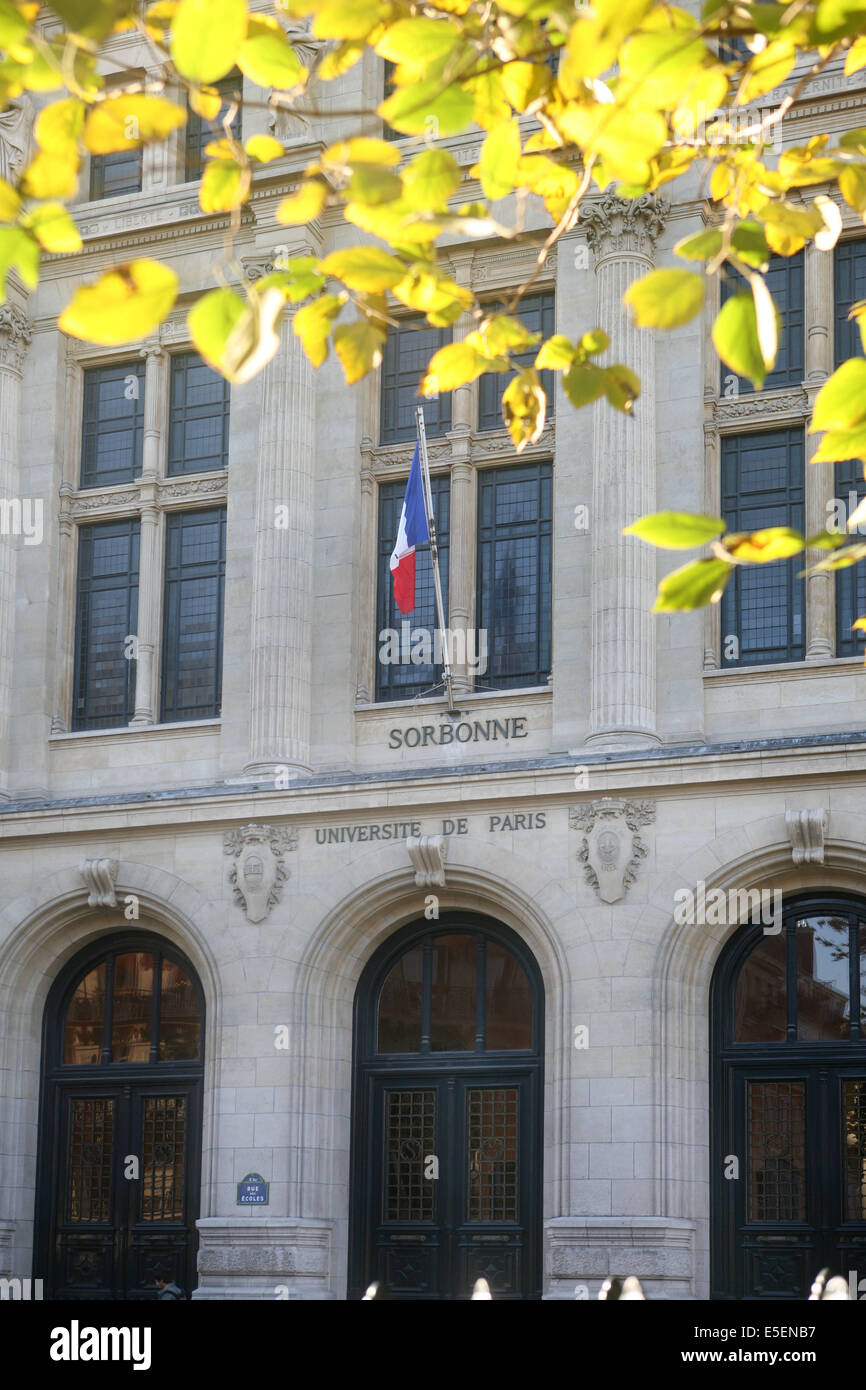 France, paris 5e, universite de la Sorbonne paris IV, place paul painleve, arcades, arbre, - Stock Image