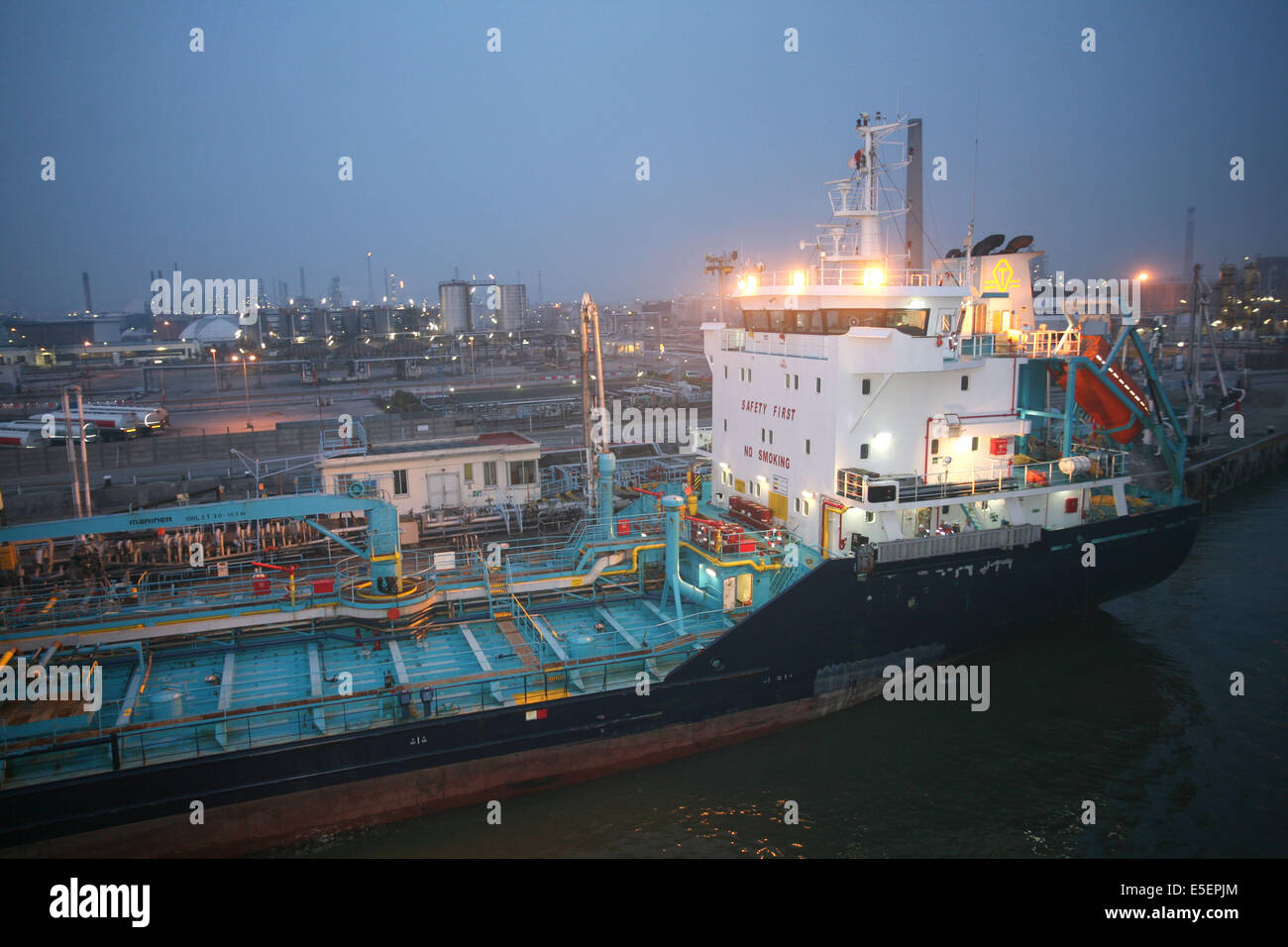 Port terminal oil stock photos port terminal oil stock images alamy - Grand port maritime de rouen ...