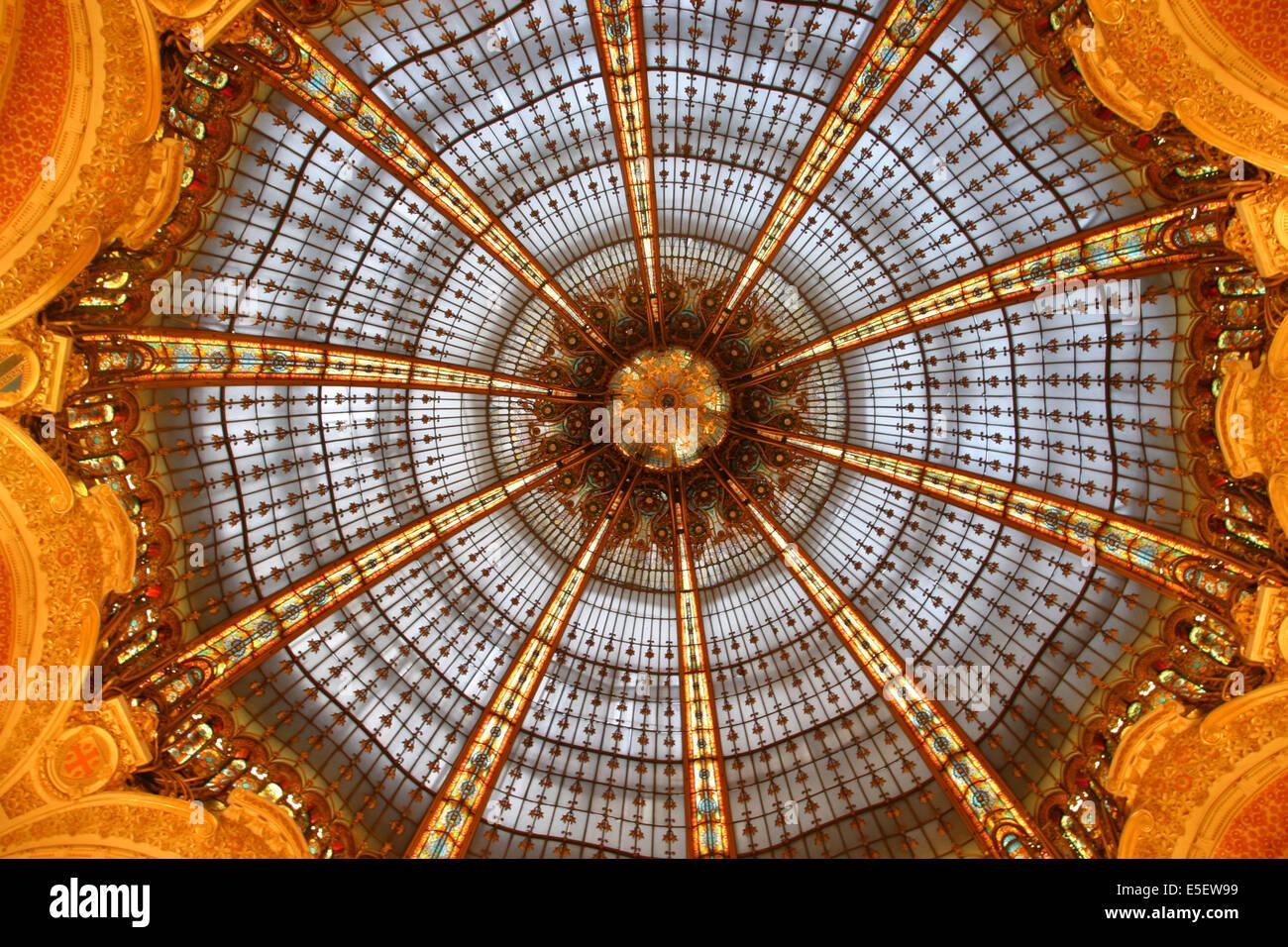France, paris 9e, verriere, coupole, galeries lafayette, art nouveau, 40 boulevard haussmann, grand magasin, - Stock Image