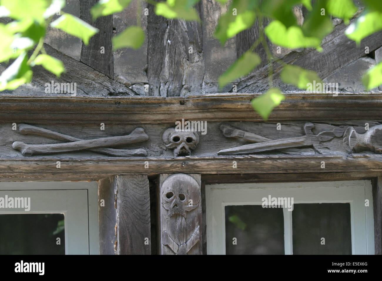 Maison En Bois Normandie aître saint maclou rouen stock photos & aître saint maclou