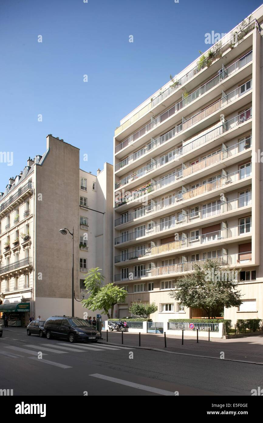 France, Ile de France, paris 15e arrondissement, 210 rue de vaugirard, immeuble en retrait, - Stock Image