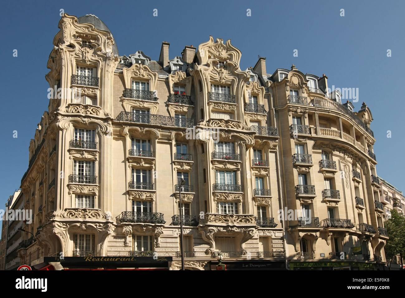 France, paris 15e arrondissement, 24 avenue felix faure, immeuble ancien d'inspiration art nouveau, - Stock Image