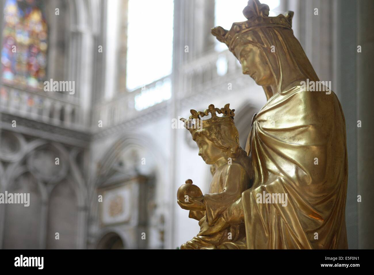 France, Basse Normandie, calvados, bessin, bayeux, cathedrale, decor, vierge a l'enfant, nef, - Stock Image