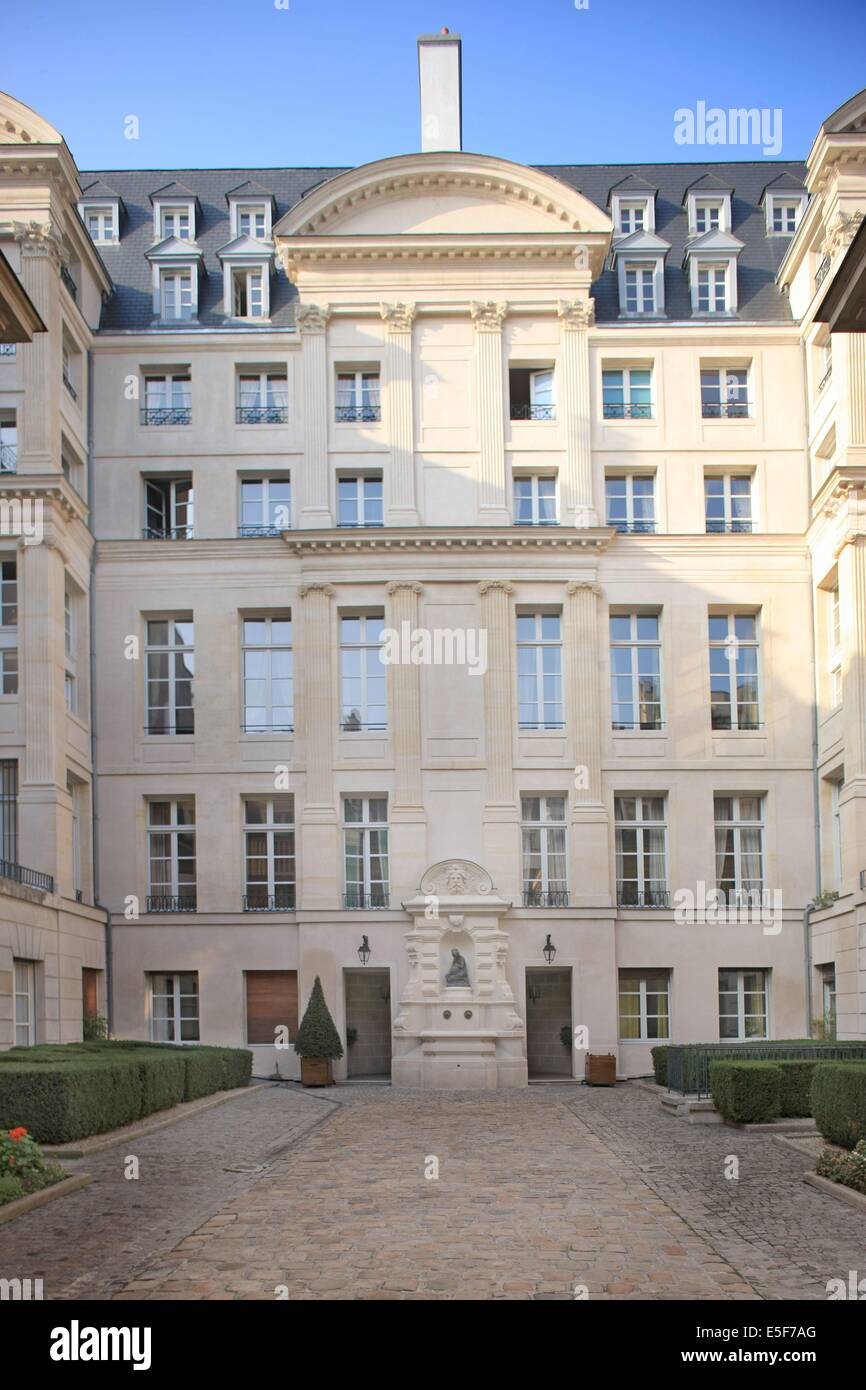Hotel Colbert de Villacerf, 23 rue de Turenne a Paris Stock Photo ...