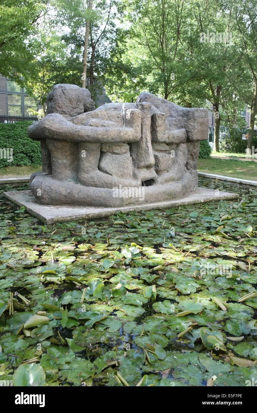 France, ile de france, paris, 12e arrondissement, bercy, parc de bercy, plan d'eau oeuvre de paul belmondo  - Stock Image