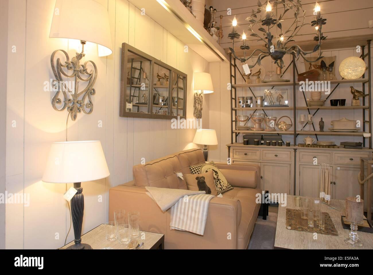 Boutique Blanc D\'ivoire Stock Photos & Boutique Blanc D ...
