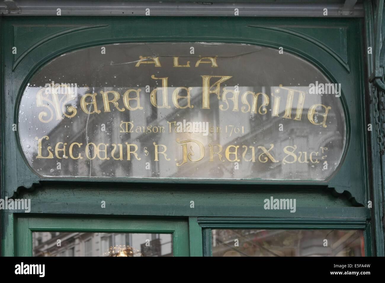 France, ile de france, paris, 9e arrondissement , 35 rue du faubourg montmartre, a la mere de famille, confiserie, - Stock Image
