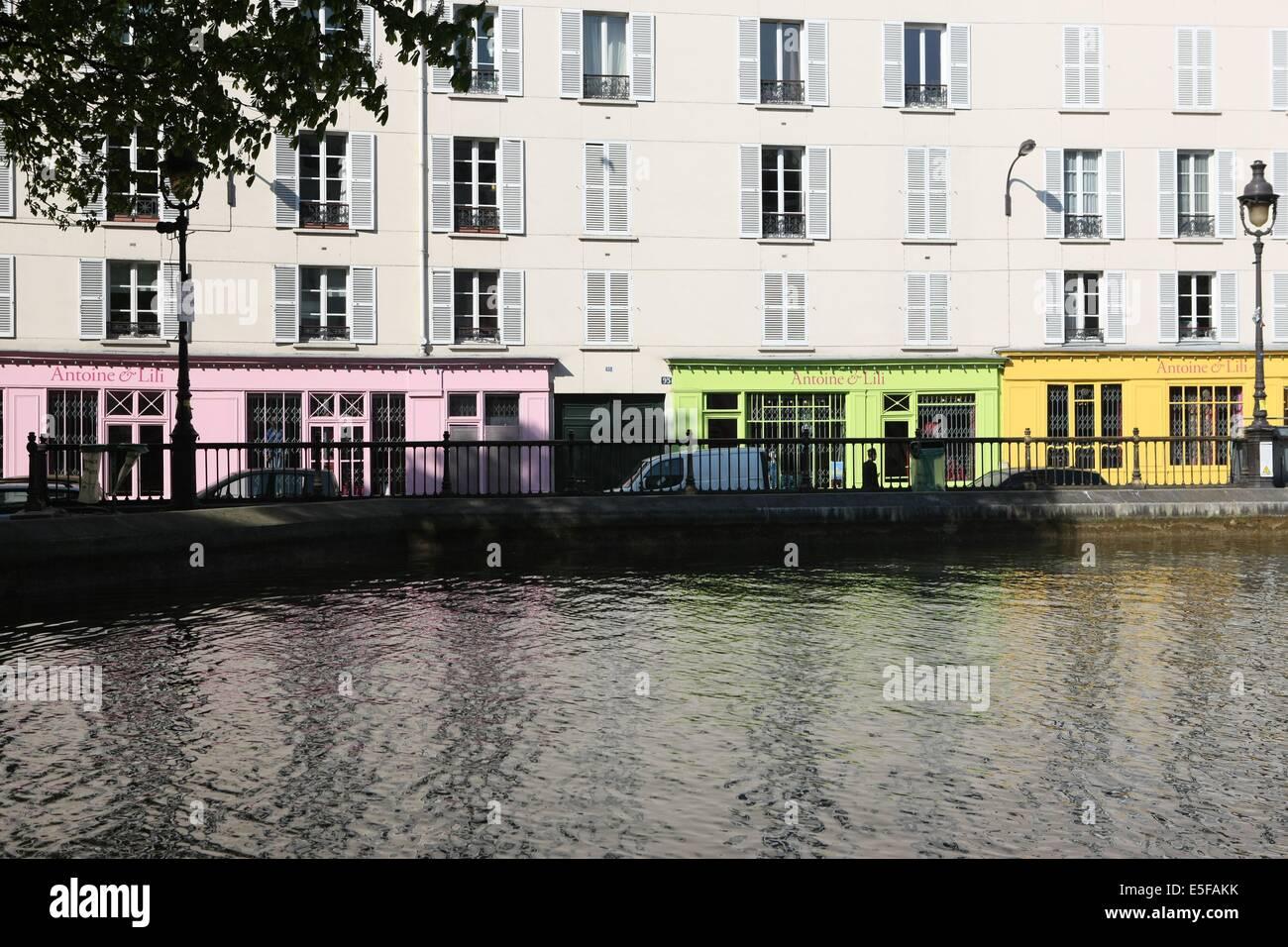 France, ile de france, paris 10e arrondissement, canal saint martin, quai de valmy, magasin antoine et lili  Date - Stock Image
