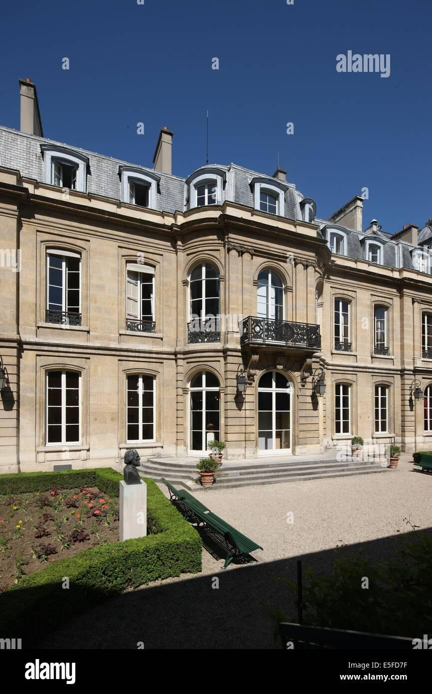 France, ile de france, paris 9e, 9 rue drouot, mairie du 9e arrondissement, hotel d'augny, facade sur jardin, - Stock Image