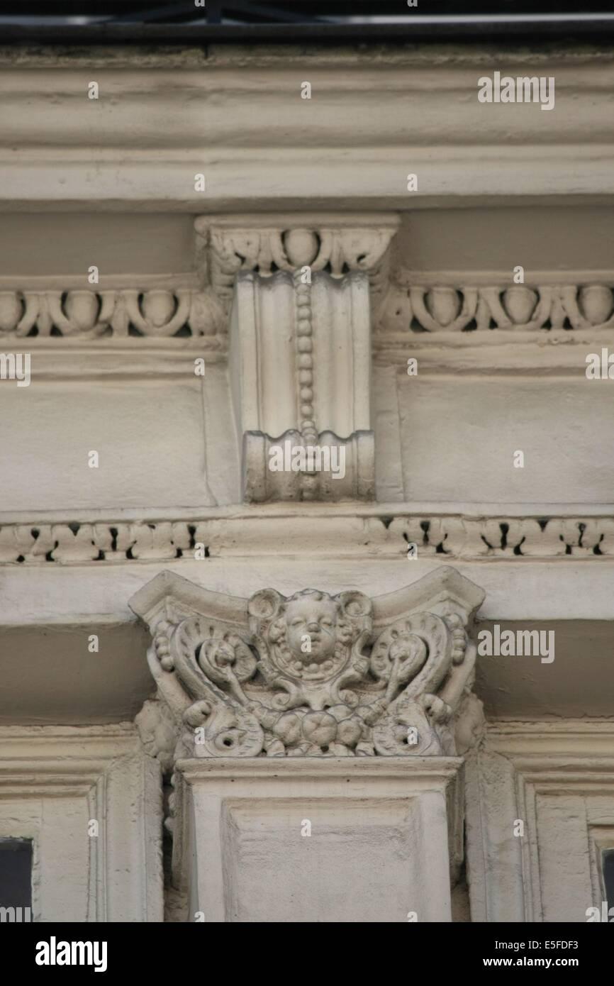 France, ile de france, paris 9e arrondissement, 11 rue de navarin, maison neo renaissance, detail chapiteau, pilastre, - Stock Image