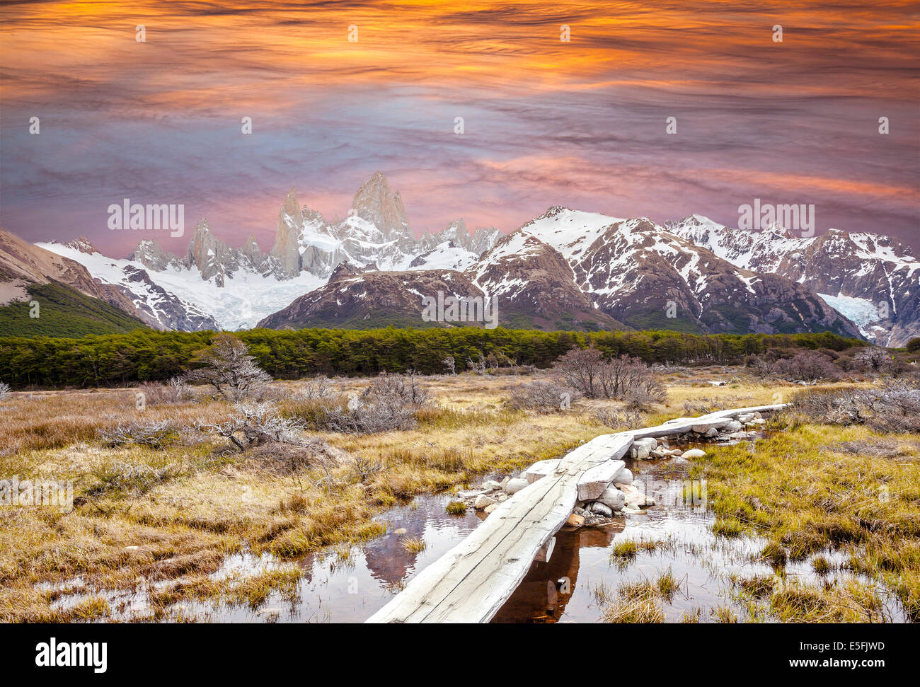 Footbridge in Andes, Fitz Roy mountain range, Patagonia, Argentina - Stock Image
