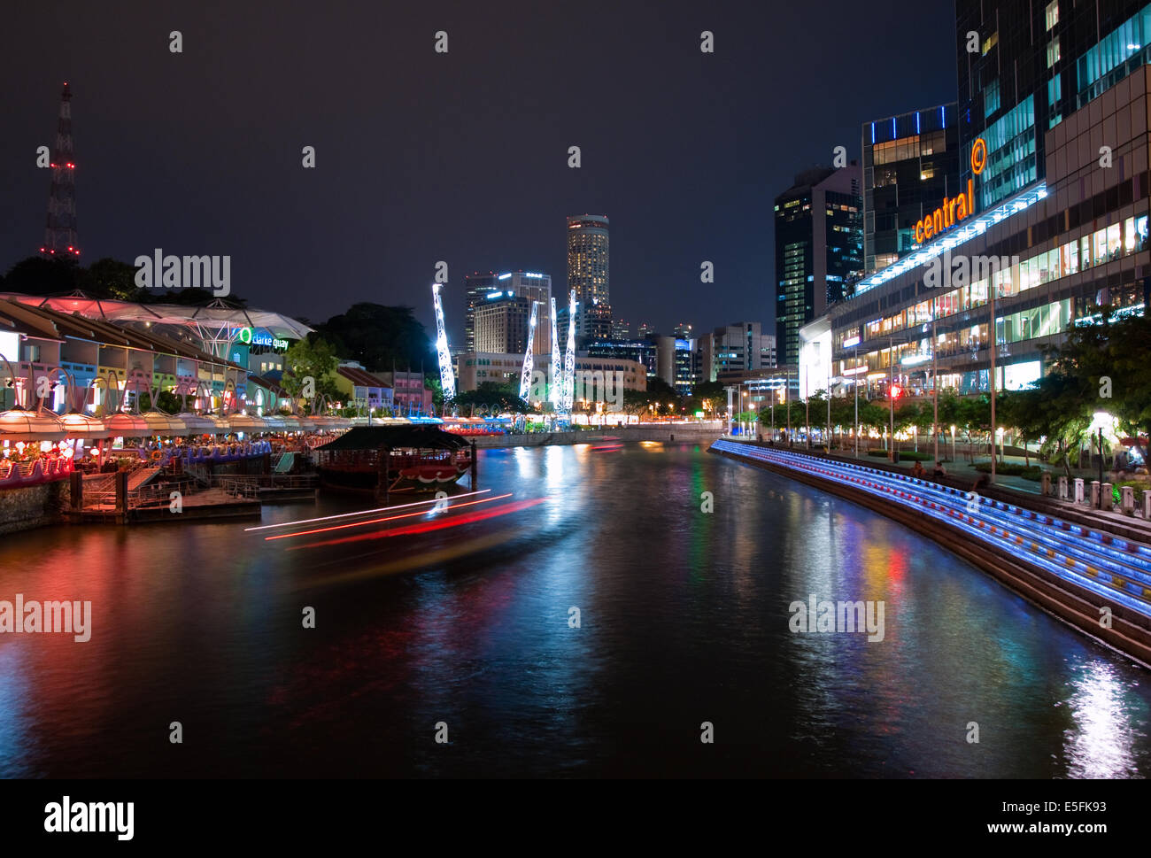 Electric Clarke Quay and the Singapore River at night.  Singapore. - Stock Image