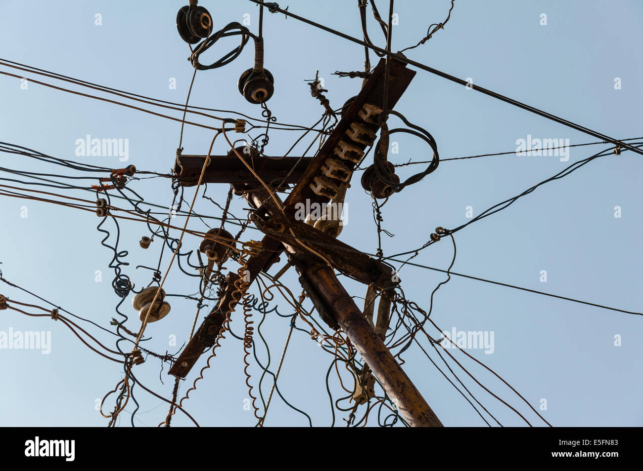 Chaotic array of power cables, Tamil Nadu, India - Stock Image