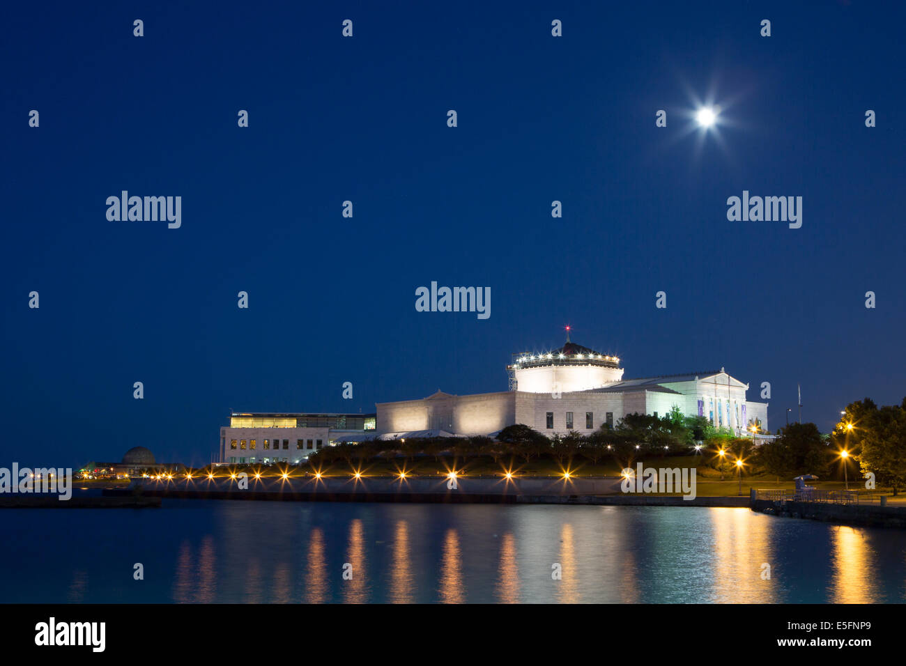 Shedd Aquariuam and Adler Planetarium at dusk over the water in Chicago, Illinois, USA - Stock Image