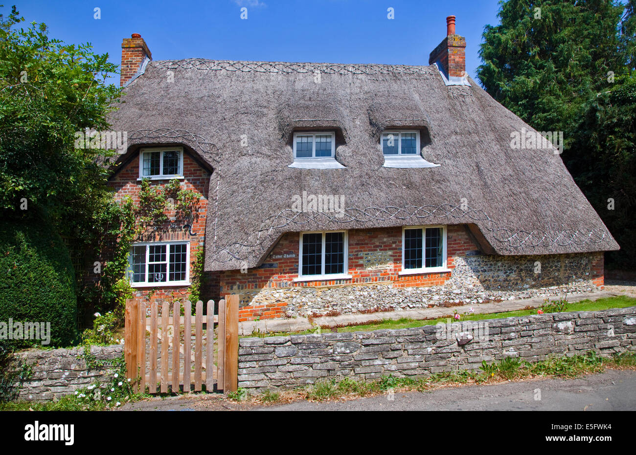 Tudor Thatch, Thatched Cottage, Easton, Hampshire, England - Stock Image