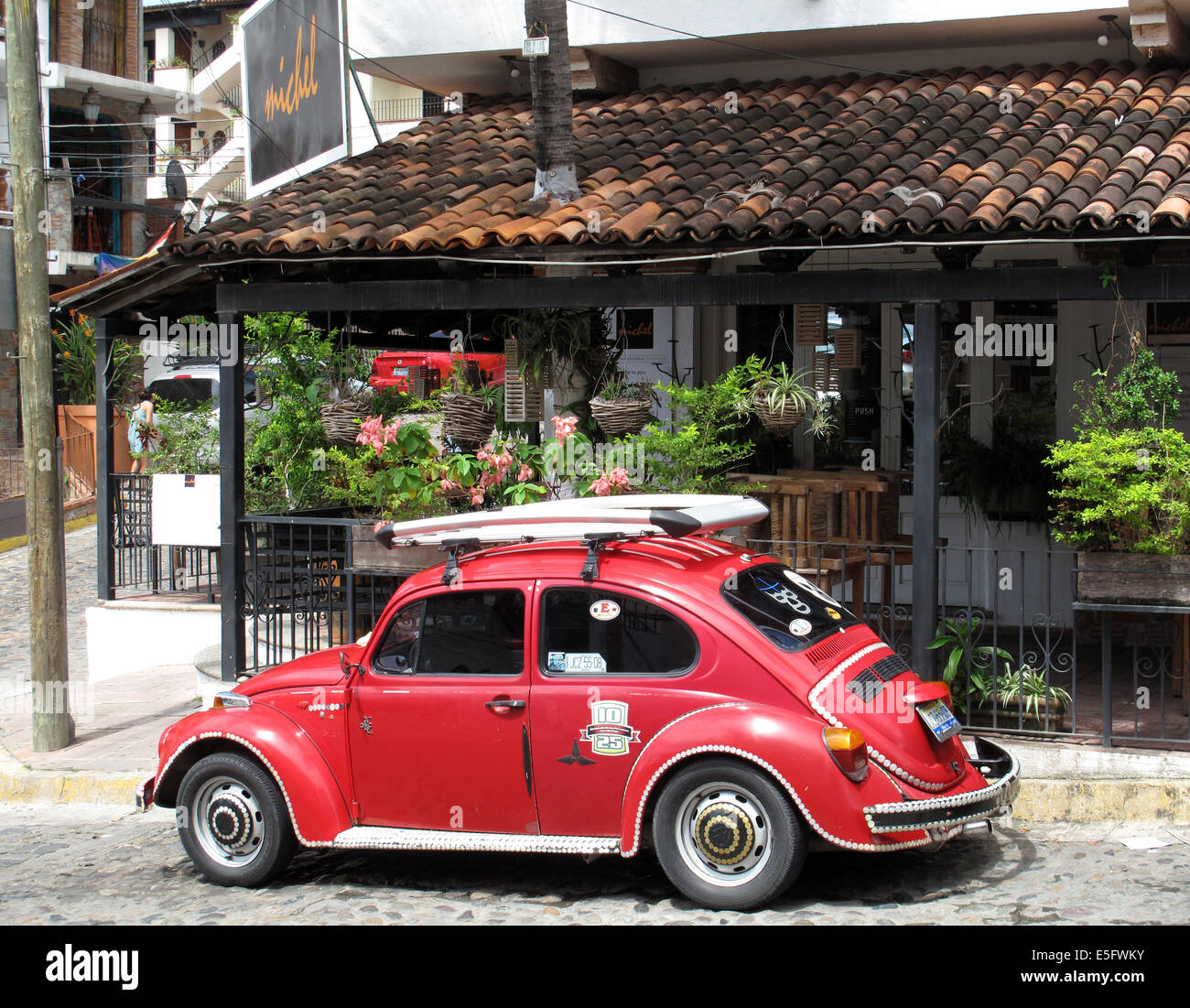 red original vw beetle bug parked in front of house in puerto stock rh alamy com vw bug seats for sale vw bug hesitation