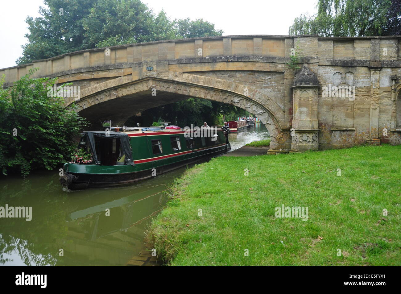 Bridge on the Grand Union canal at Cosgrove in Northamptonshire Stock Photo