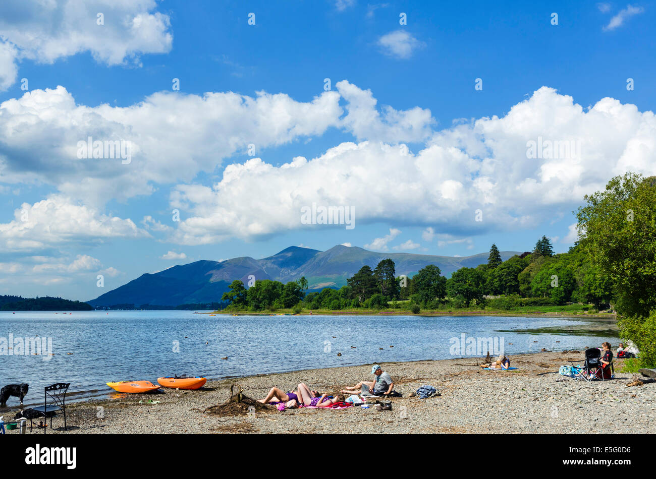 Beach at the southern end of Derwentwater with Skiddaw massif in the distance, Borrowdale, Lake District, Cumbria, - Stock Image