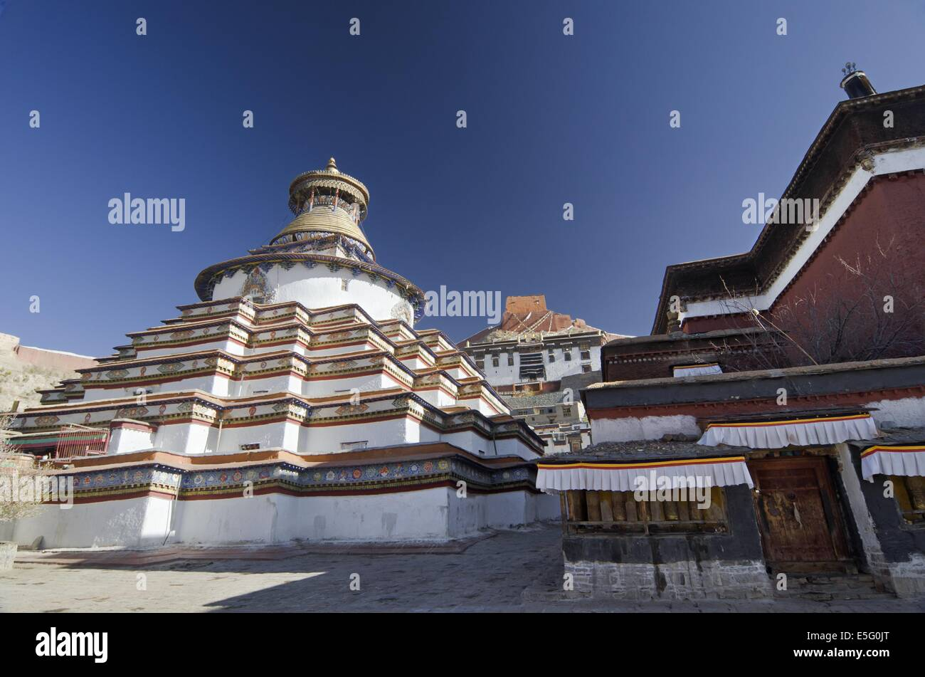 Gyantse Kumbum, a multi-storied aggregate of Buddhist chapels, in Tibet Stock Photo
