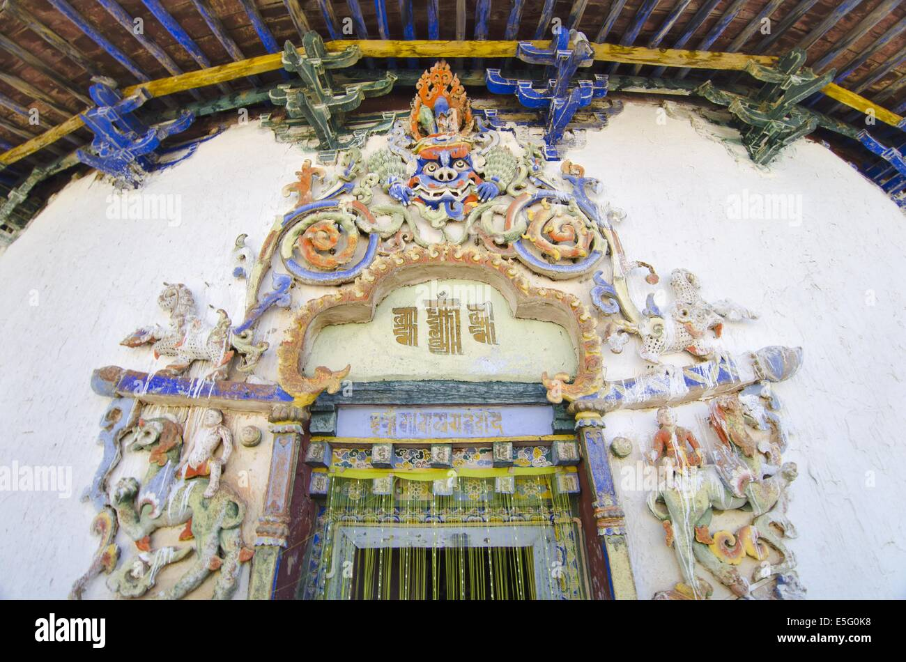 Entrance of a Buddhist chapel in the Gyantse Kumbum in Tibet - Stock Image