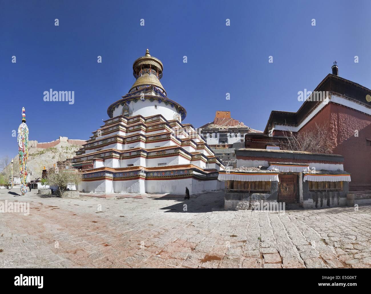 Gyantse Kumbum, a multi-storied aggregate of Buddhist chapels, in Tibet - Stock Image