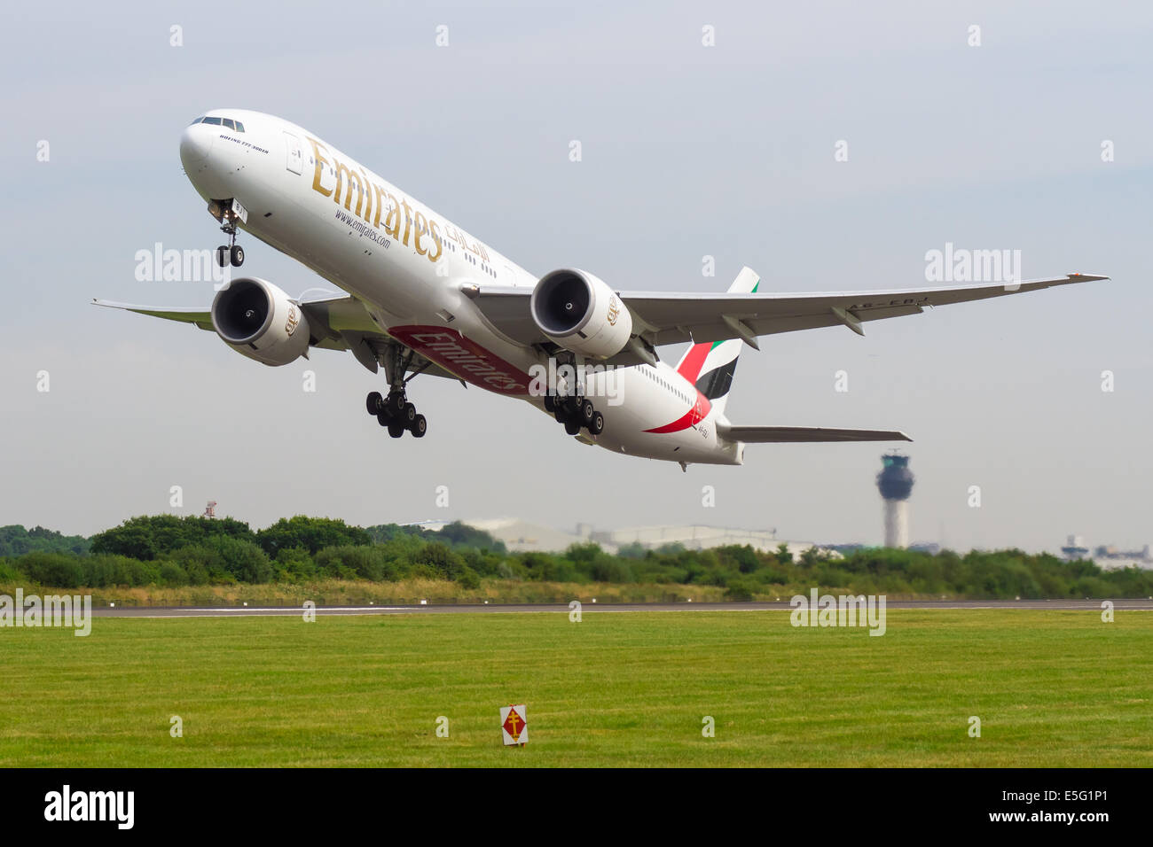 Emirates Boeing 777 A6-EBJ taking off from Manchester Airport to Dubai - Stock Image