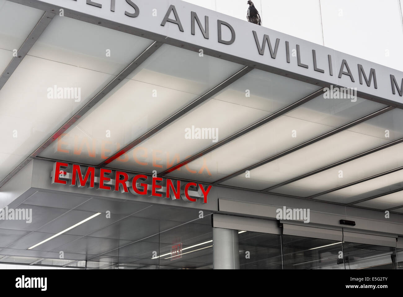 The emergency entrance to the new Lenox Hill Healthplex urgent care facility - Stock Image