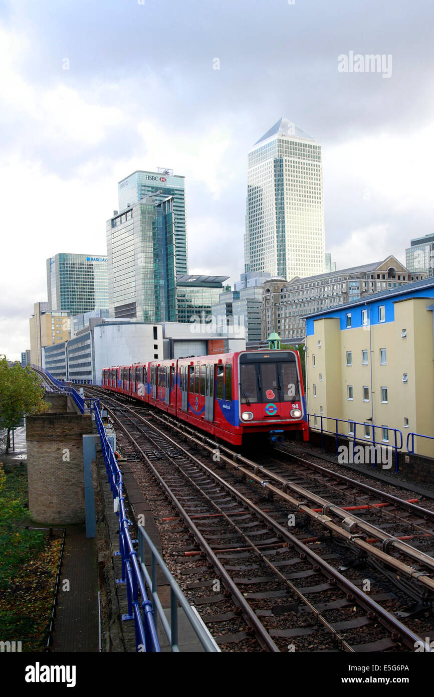 Docklands Light Railway (DLR) and the towers of Canary Wharf, London Stock Photo