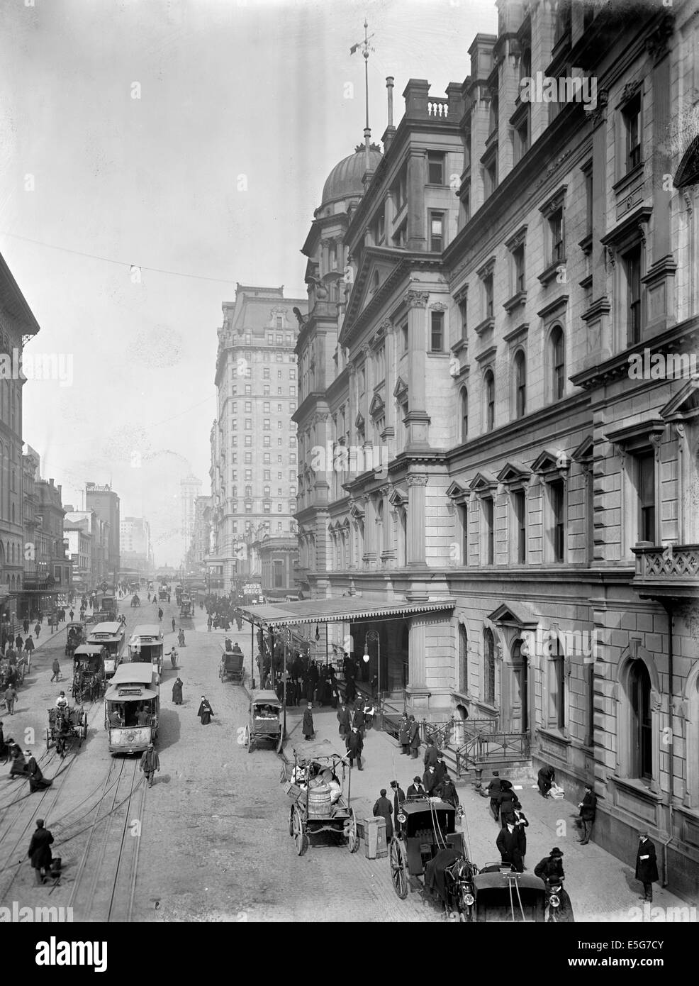 New York City, Snap Shatow, 42nd Street, showing entrance to Grand Central Station, circa 1905 - Stock Image