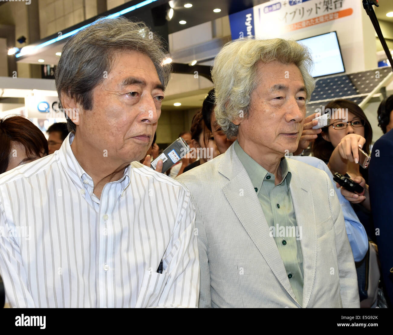 July 31, 2014, Tokyo, Japan - Japan's former Prime Ministers Junichiro Koizumi, right, and Morihiro Hosokawa, - Stock Image