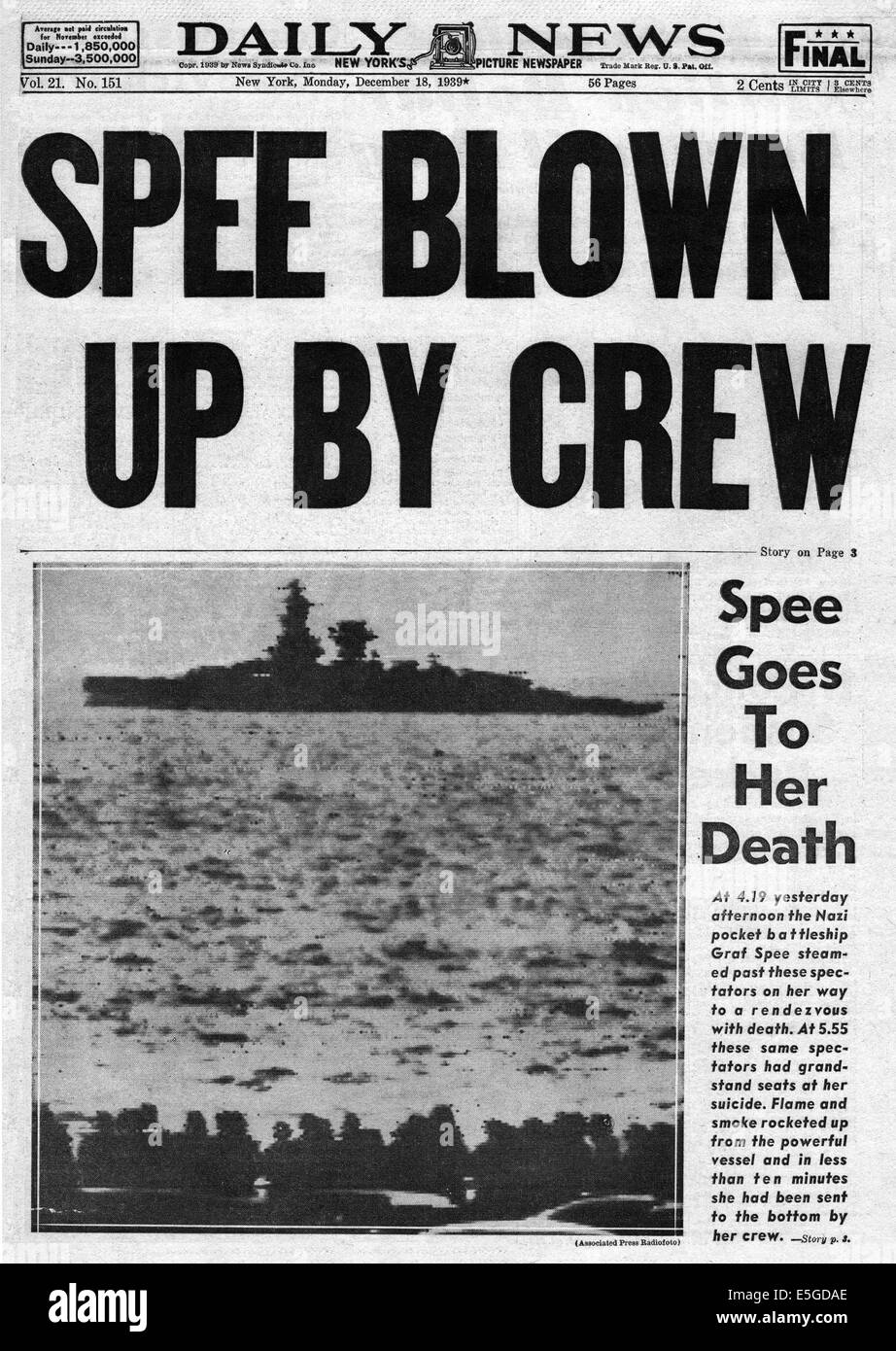 1939 Daily News (New York) front page reporting German pocket battleship Graf Spee scuttled in Montevideo harbour Stock Photo