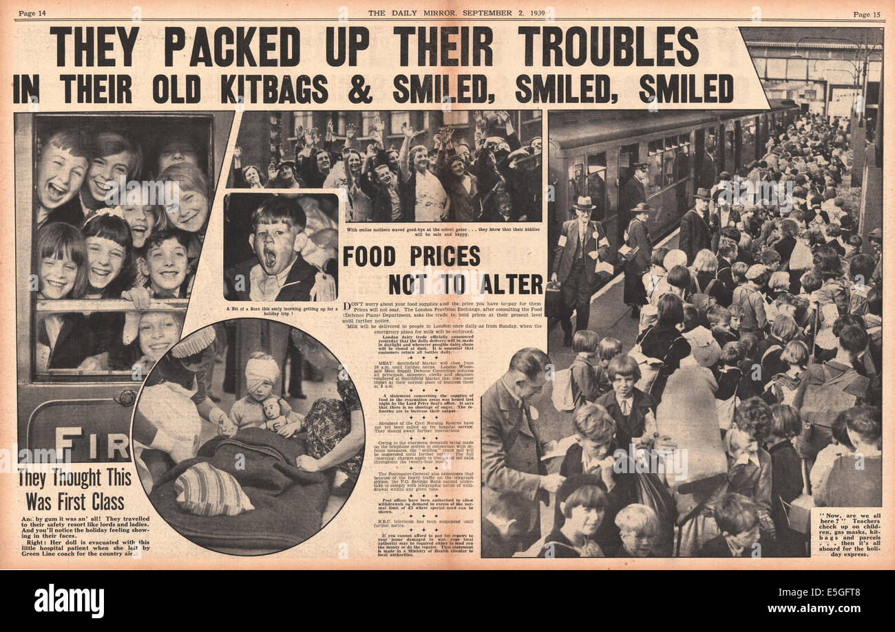 1939 Mirror centre page reporting children being evacuated from London - Stock Image