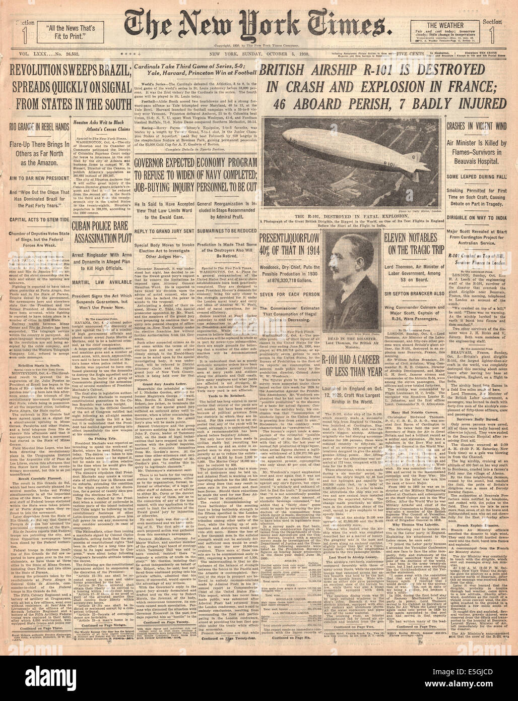 1930 New York Times  Usa  Front Page Reporting R-101 Airship Disaster Stock Photo