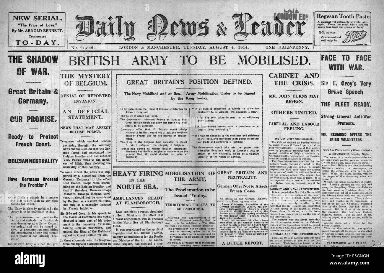 1914 Daily News & Leader front page reporting mobilisation of the British army - Stock Image