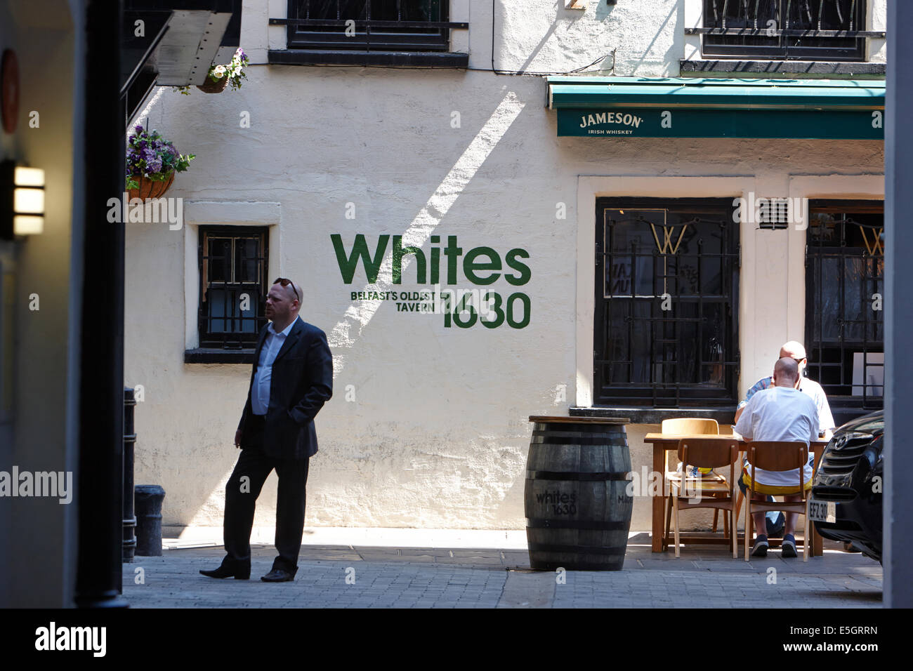 whites tavern belfasts oldest pub down an alley in cathedral quarter Belfast city centre - Stock Image