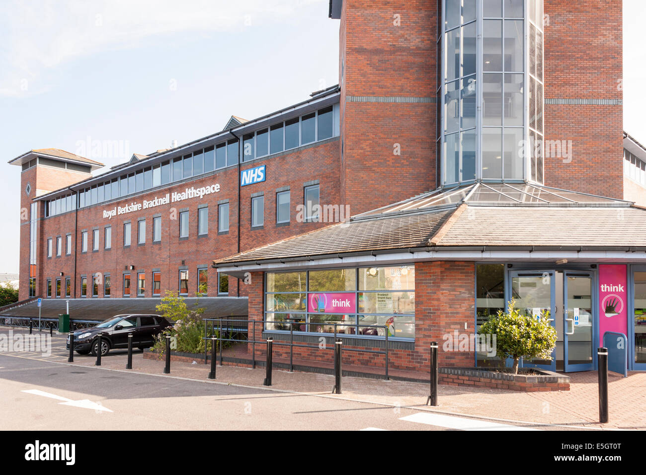 Entrance to NHS Urgent Care Centre, Bracknell, Berkshire, England, GB, UK. - Stock Image