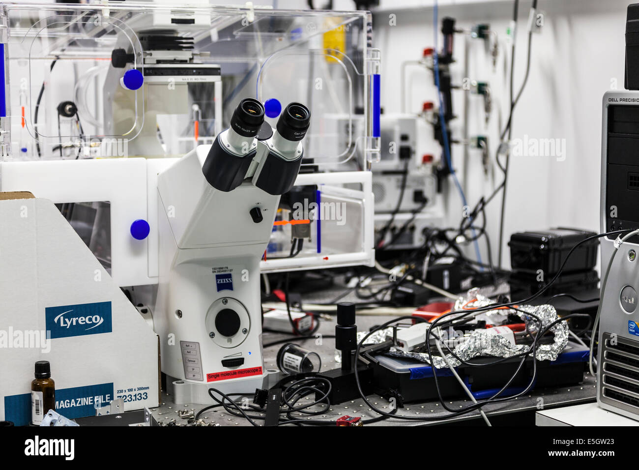 A sinlge molecule microscope on a laboratory bench. - Stock Image