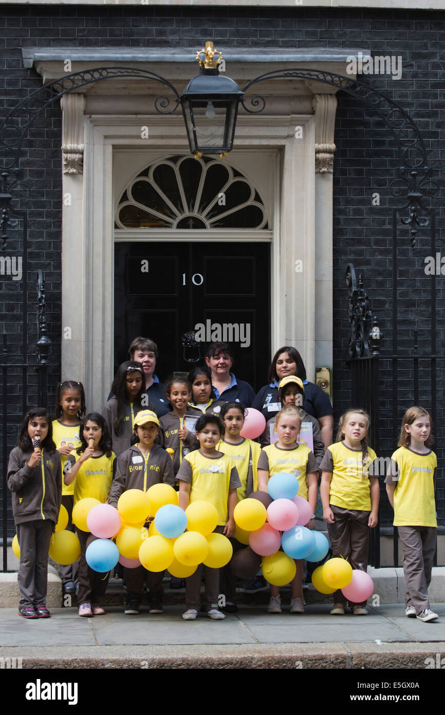 London, UK. 31 July 2014. Brownies from all over the country today visited Prime Minister David Cameron at Downing - Stock Image