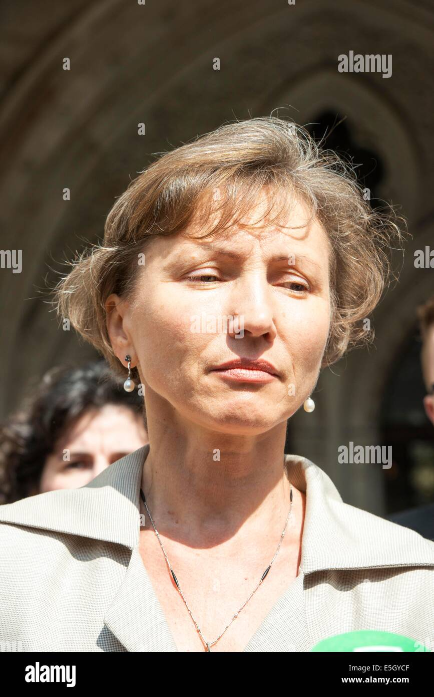London, UK. 31st July, 2014.  Public Inquiry in to the death of Alexander Litvinenko is opened. Pic Shows his Widow - Stock Image
