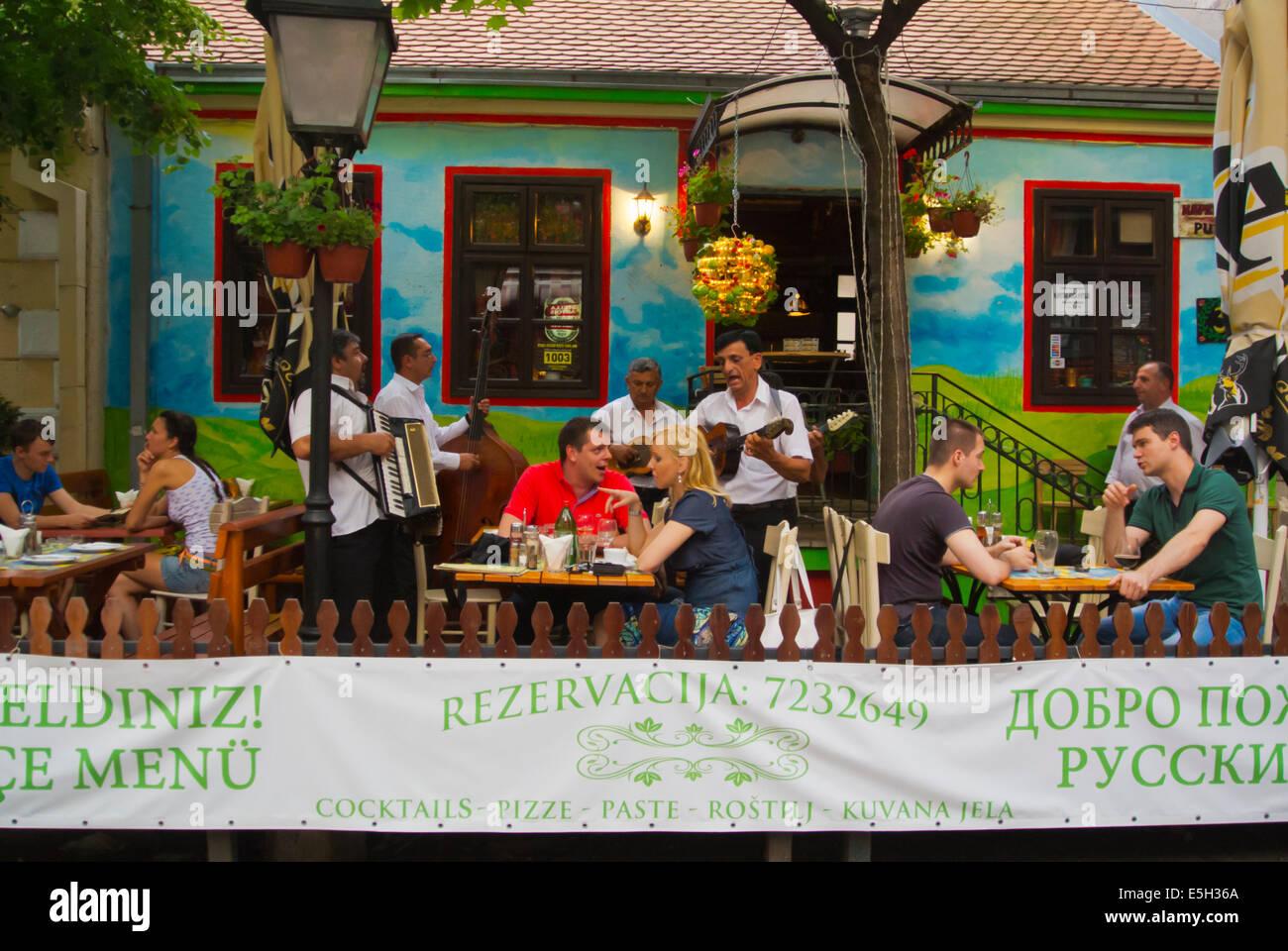 Band playing traditional Serbian music, Skadarlija, Skadarska street, Belgrade, Serbia - Stock Image