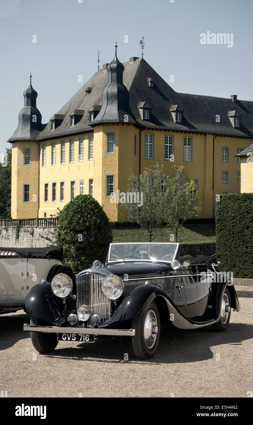 Vintage Bentley at Schloss Dyck Monchengladbach Germany - Stock Image