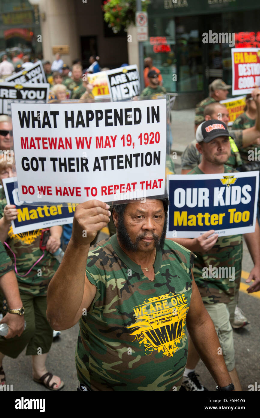 Pittsburgh, Pennsylvania, USA. Members of the United Mine Workers of America rallied against the Obama administration's Stock Photo