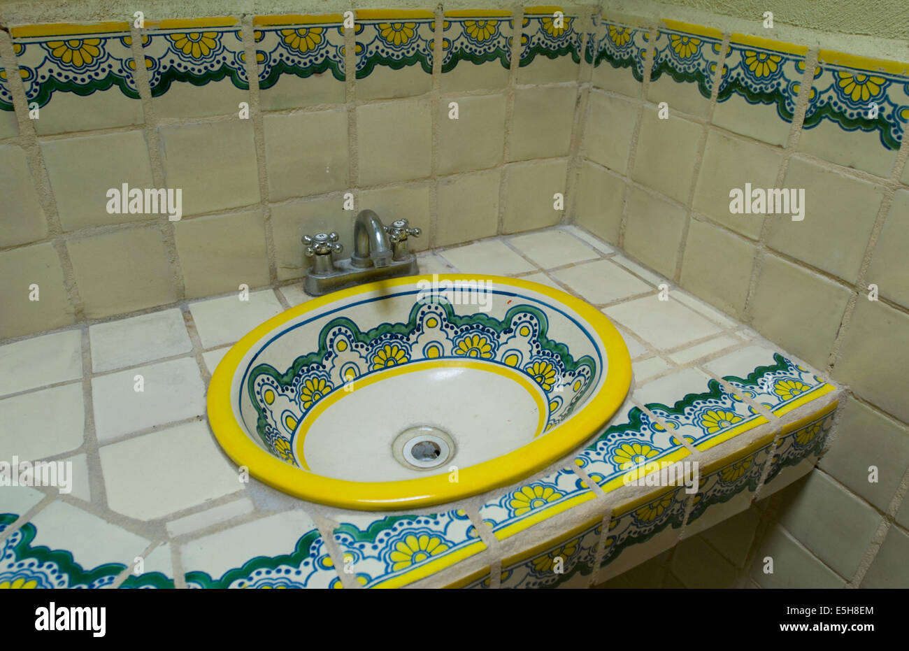 mexican bathroom sink talavera pottery tiles and sink in a mexican bathroom 13640