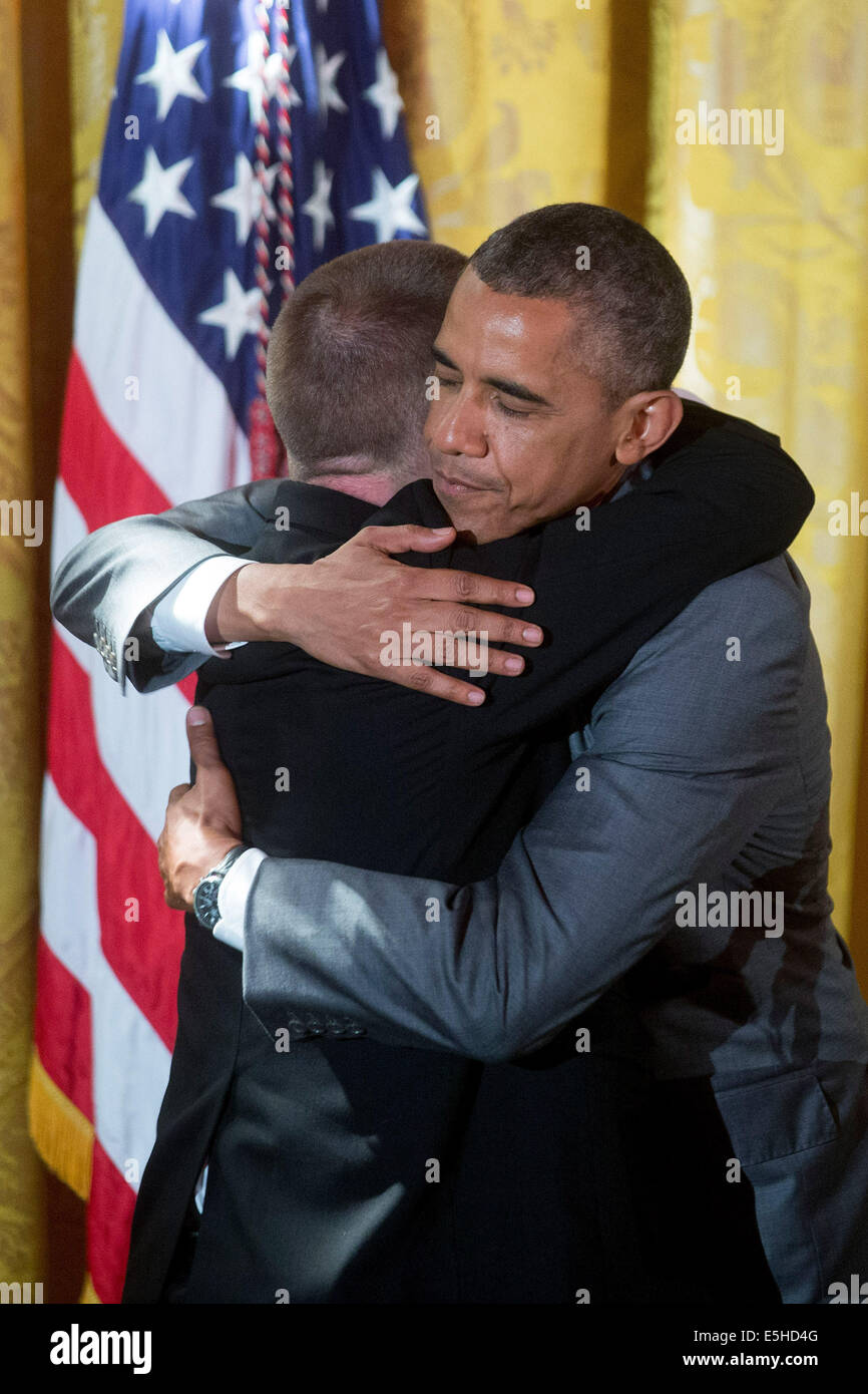 Washington, DC, USA. 31st July, 2014. United States President Barack Obama, right, embraces restaurateur Tim Johnson - Stock Image