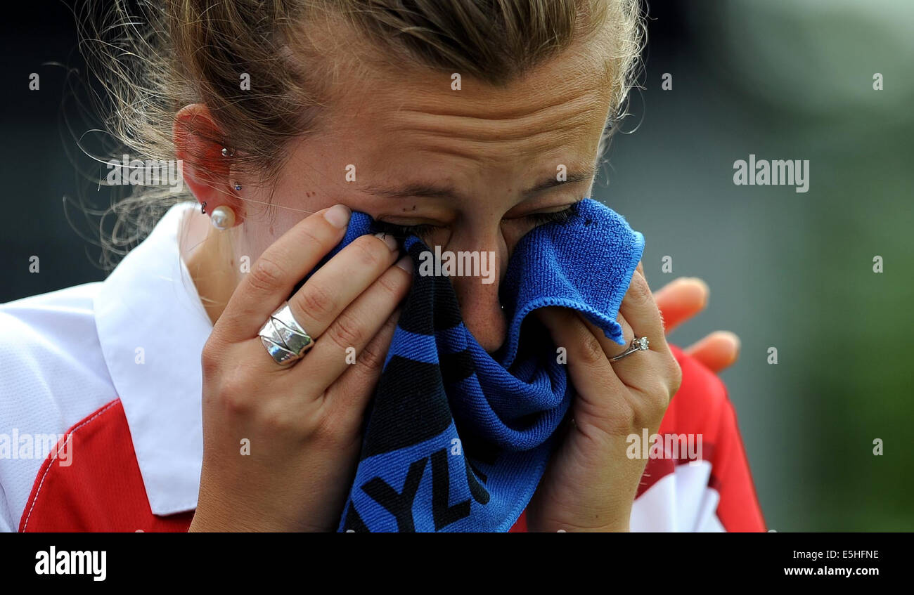 NATALIE MELMORE CRIES AFTER LO LAWN BOWLS PAIRS KELVIN GREEN GLASGOW SCOTLAND 01 August 2014 - Stock Image